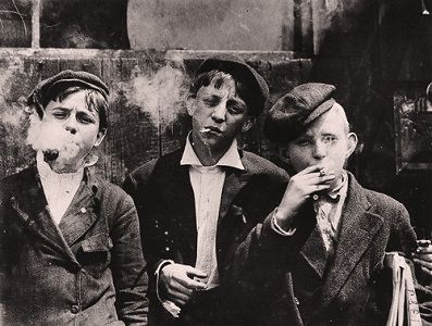 News boys in Missouri, 1910